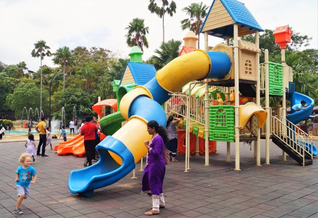Colombo with kids - Viharamahadevi Park