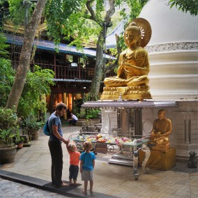 Colombo with kids - Gangaramaya Temple