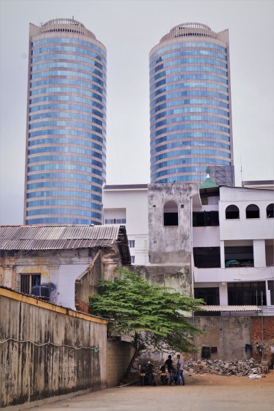 Colombo with kids - skyscrapers